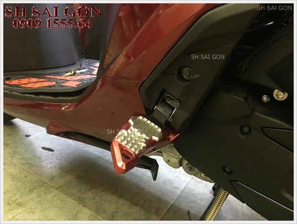 Image gác chân Biker CNC cực đẹp cho xe SH 2017 giá thấp uy tín ở SG