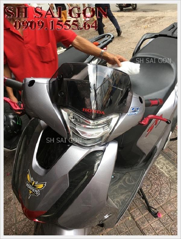 Photo kính chắn gió cực ngầu cho xe SH 2017 giá cực rẻ chính hãng ở Trung tâm đồ chơi xe SH Sài Gòn